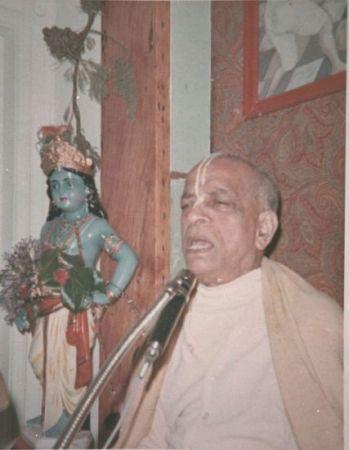 Srila_Prabhupada_and_Kartamashi_SF